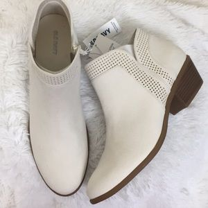 NWT Bone Colored Heeled Ankle Low Booties SZ 10